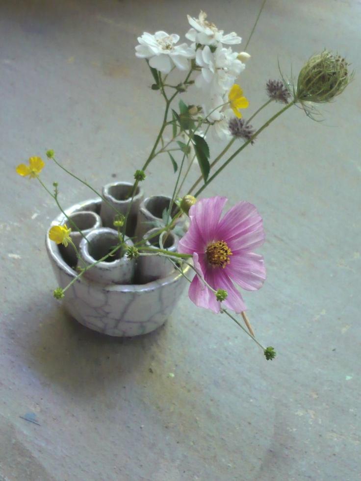 Cécile Daladier  www.ceciledaladier.com: Vase, Flowers Arrangements, Flower Arrangements, Magazines, Minimalist Flowers