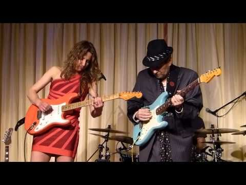 ▶ Ana Popovic & Ronnie Earl live at the Bull Run - One Room Country Shack 042013 - YouTube