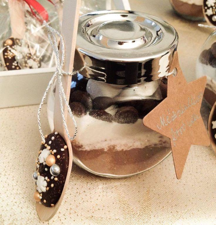 Minden évben készítek karácsonyra gasztroajándékokat, bonbonokat, kézműves lekvárokat, kekszeket, írókás mézeskalácsokat .....stb. A...