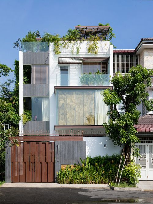 Ngôi nhà ở Sài Gòn bình yên với hai hồ cá cảnh - VnExpress Gia đình