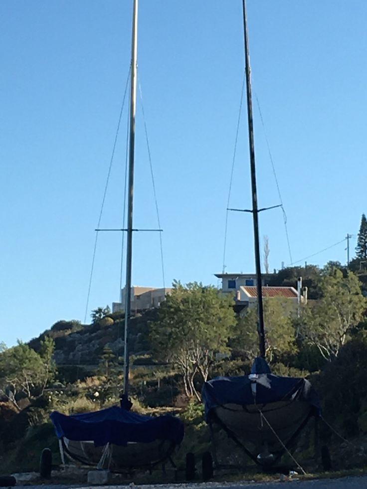 Petits voiliers dans le port d'Almyrida où se trouve les appartements et studio de l'hôtel ALMYRIDA SANDS