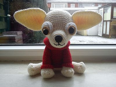crochet chihuahua  i would love to have one of these in black and brown....  then it would look like my chihuahua Rico! ;D