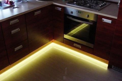 Свет под кухонными шкафами