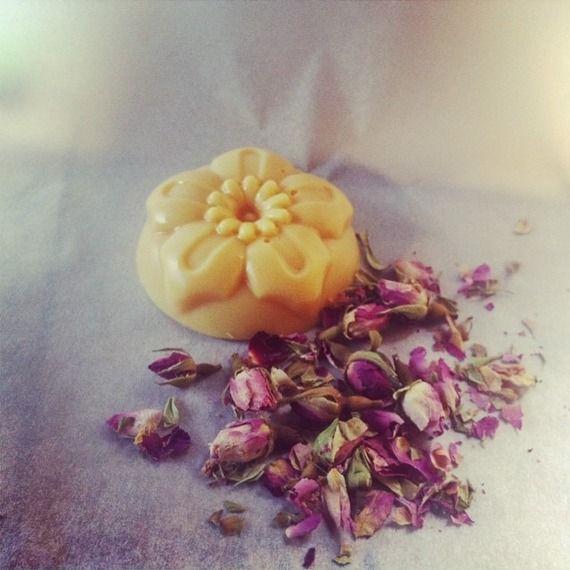 Burro vegetale profumato a forma di magnolia