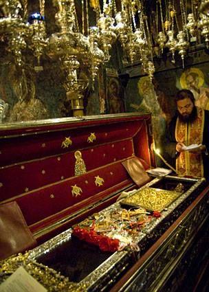 Κέρκυρα Το Άγιο Λείψανο του Αγίου Σπυρίδωνος του Θαυματουργού Επισκόπου Τριμυθούντος που βρίσκεται στον πανηγυρίζοντα και ομώνυμο Ιερό Ναό του Αγίου - 12 12.