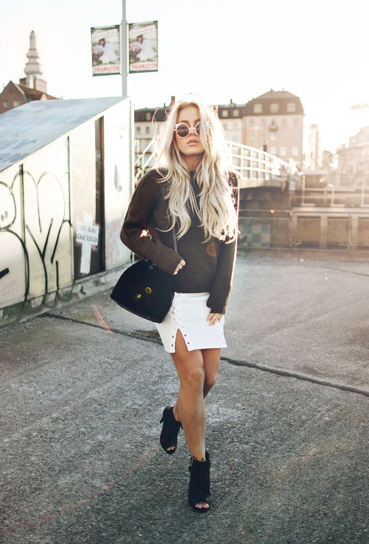 Angelica Blick wears white mini skirt with cute knitted sweater. Skirt: Missguided, Knit: Asos, Bag: Reiss, Shoes: Daisy streets.