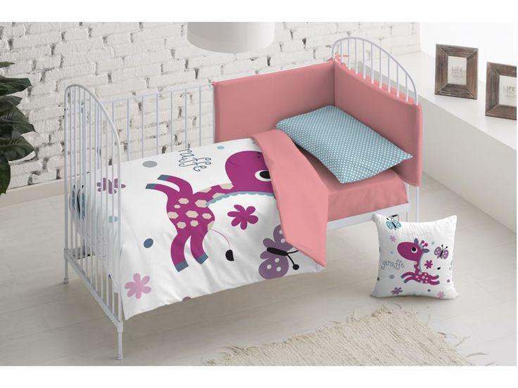 La funda nórdica infantil, para cama y cuna, Jiraffe tiene un bonito diseño con una jirafa púrpura sobre fondo blanco.  Es reversible, siendo el reverso de color rosa, por lo que podemos hacer dos combinaciones.  La funda de almohada es verde con topos blancos, creando un alegre contraste.  Es de algodón 100%, como es habitual en Sal de Cocó.  http://www.aqdecoracion.es/funda-nordica-reversible-para-cuna-y-cama-giraffe-jirafa-purpura_2362.html