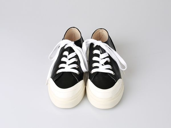 Korea women shopping mall [REALCOCO] Snow Leather Sneakers / Size : 230-250 / Price : 57 USD #realcoco #dailylook #officelook #lowprice #cute #shoes #sneakers