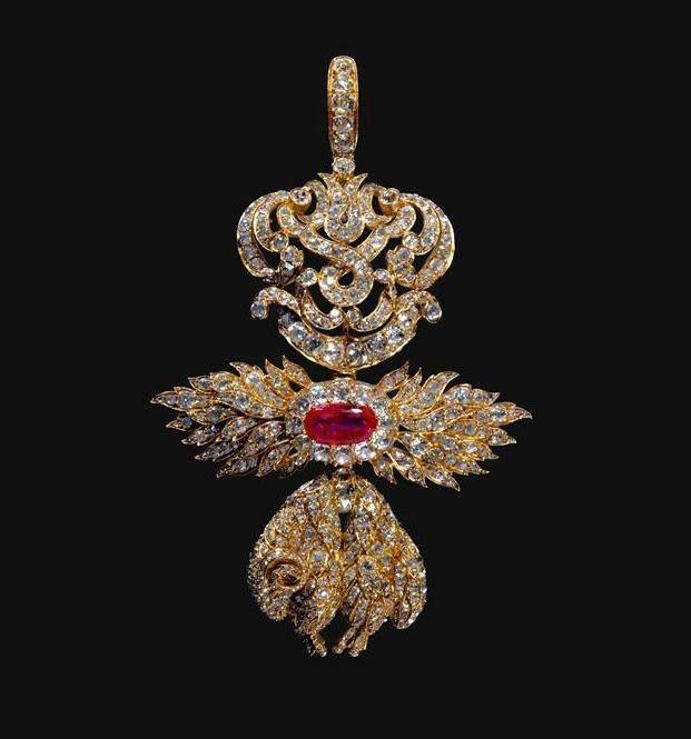 Portuguese crown jewels: Badge of the Golden Fleece Order.