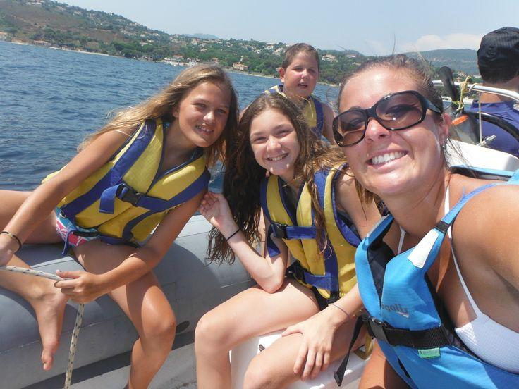 Kayak de mer ou de rivière, voile, plongée ou encore parachute ascensionnel, les enfants profitent de ce bel été pour aimer les nombreuses acivités d'eau qui leurs sont proposées. Piscine, kayak de mer ou de rivière, voile, bouée tractée, plongée ou encore...
