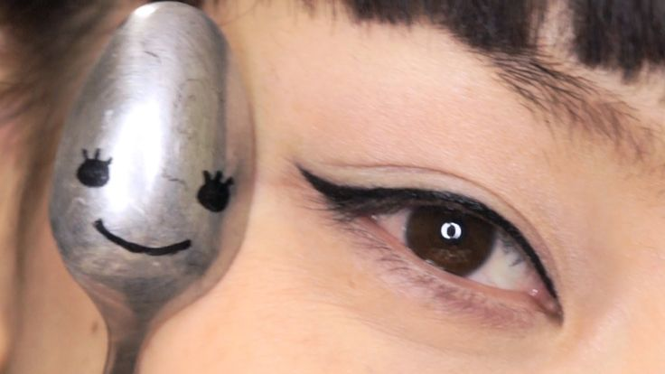 Eyeliner tutorial: I guess I'll be keeping a spoon in my makeup kit…But really, I'm definitely trying this.