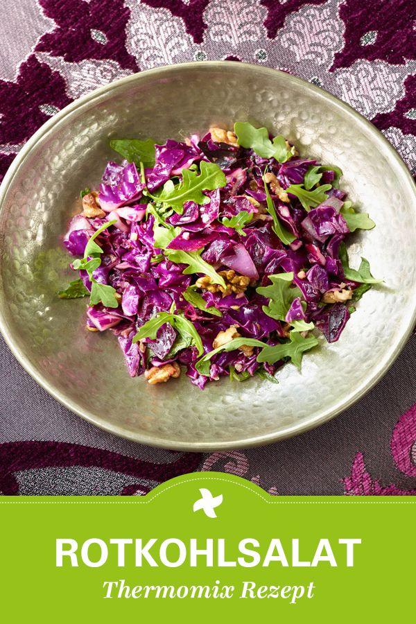 """Rotkohl trifft Rucola und Walnuss bei diesem türkischen Thermomix ® Rezept für Rotkohlsalat """"Kirmizi lahana salatasi""""."""