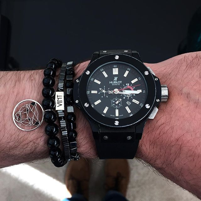 Black #wristgame ✨ Complete your look with #VINT   #vintluxury #fanpic #luxe #luxury #theluxurylife #lifestyle #luxo #bracelet #jewelry #fashion #style #menswear #men #mensfashion #gentlemen #handmadejewelry #lovefashion #accessories #modauomo #gioielli #joya #black #allblack #hublot #modamasculina