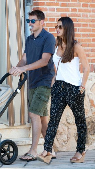 Iker Casillas y Sara Carbonero & Martin de paseo por Corral de Almaguer