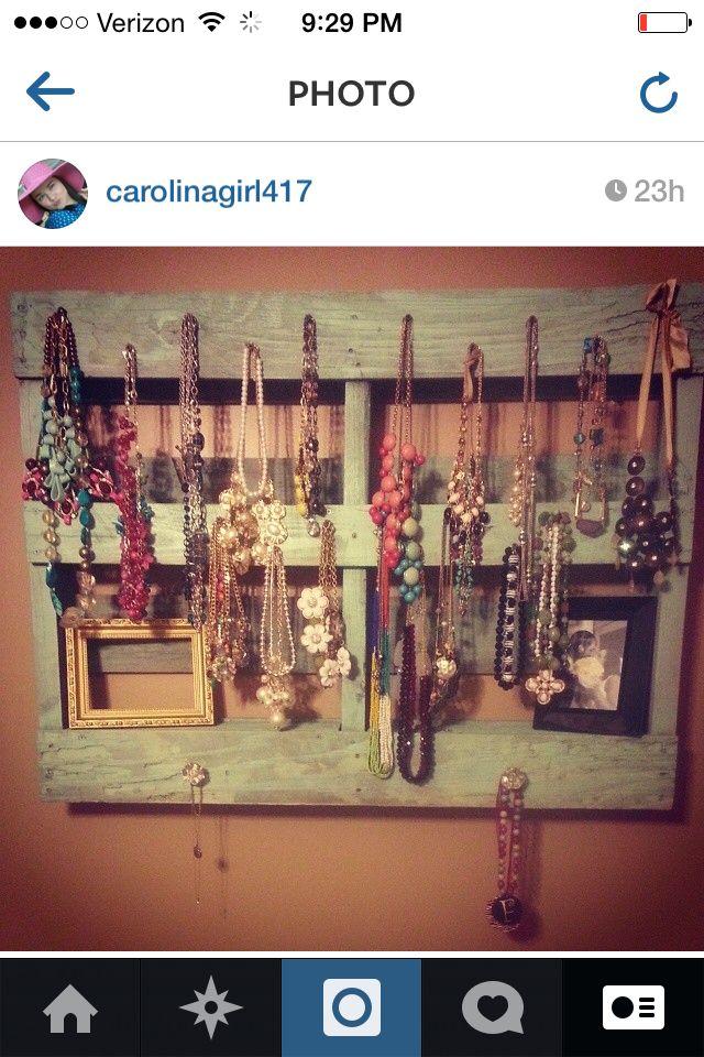 My DIY pallet jewelry holder!!