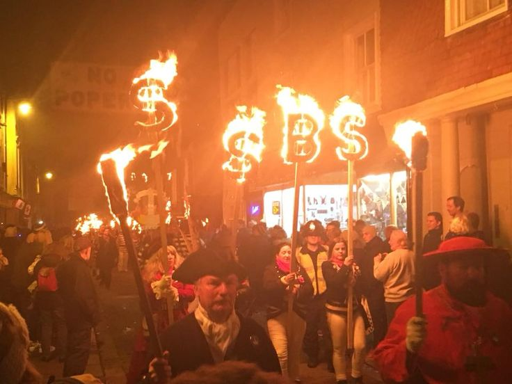 Lewes bonfire night procession