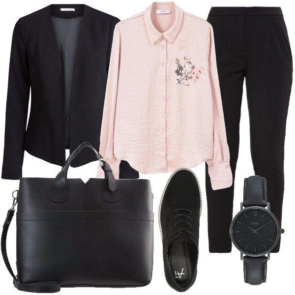 Uno stile mannish dal tocco femminile dato dal particolare floreale della camicia e dal tessuto effetto blusa stropicciata, un look quasi total black, pratico e comodo per una giornata in ufficio.