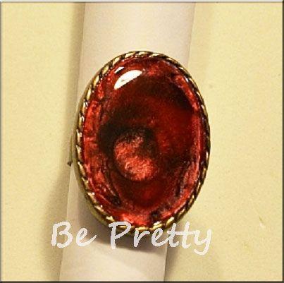 Anel ajustável pintado à mão -  Adjustable handpainted ring.