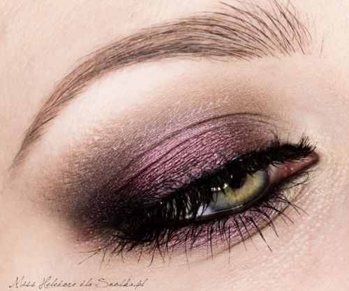 violet metallic smokey eye for green eyes One day when I'm not makeup-retarded I'll be able to do this.