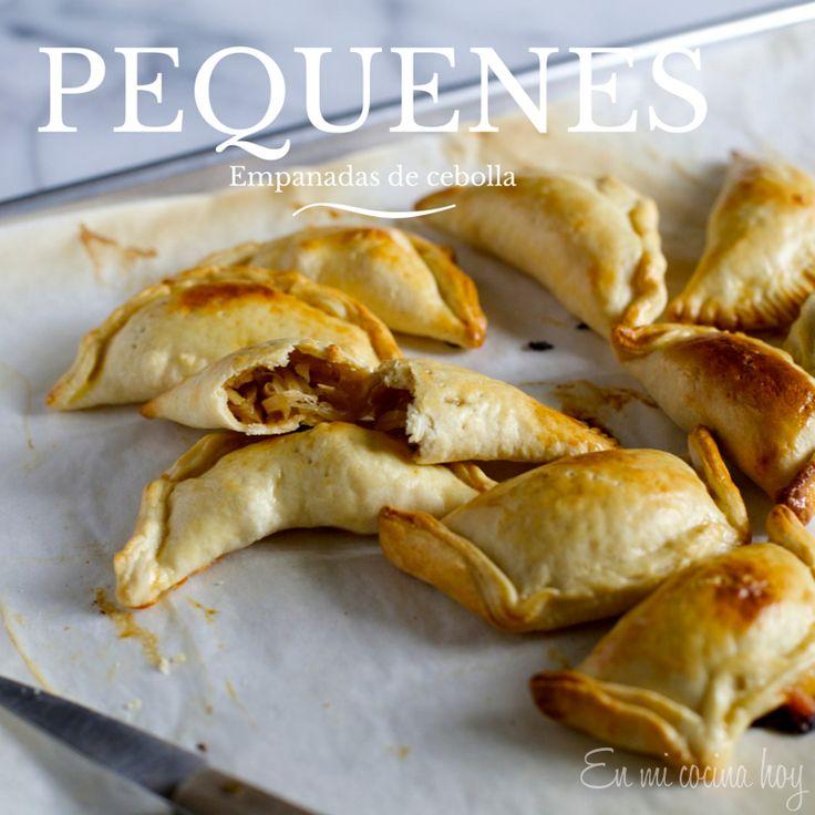Los pequenes son tradicionales empanadas de cebolla, una receta chilena que te traerá los mejores recuerdos.