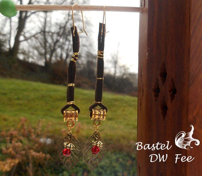 Ruhmeskrone von Bastel-DW-Fee auf DaWanda.com Diese Ohrringe wurde in liebevoller Handarbeit hergestellt.  Verwendete Materialien :  -Ohrhaken -Biegeringe -Collierschlaufen -Glas Perlen -filligrane bronzefarbene Blätter -Spacer -Sekunenkleber