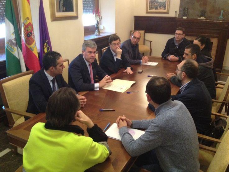 El alcalde firma la subrogación de los trabajadores de Epassa y Somucisa