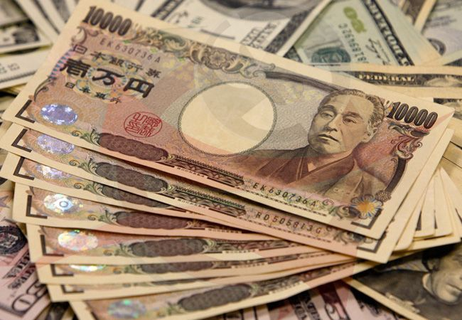 Forex - Yen gains despite weak core manufacturing figures::  The yen gained on Thursday despite continued weak manufacturing data from Japan.  USD/JPYchanged hands at 119.91, down 0.09%, while AUD/USD  fell 0.18% to 0.7195.In Japan core machinery orders plunged 5.7% in August, sharply missing the expected 3.2% gain month-on-month, leading the government to downgrade its views on the sector after the third straight monthly drop.