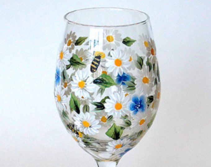 Copa de vino blanco margaritas nomeolvides flores abejas pintado a mano cristalería copas pintadas copas de vino vidrio pintados a mano pintado a mano