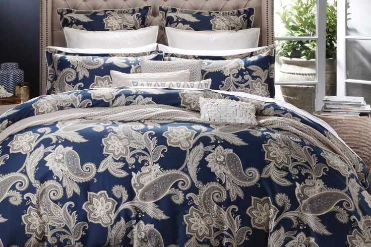 The Alexandra Navyoffers a beautiful swirling paisley designthat brings style and sophistication to your bedroom.