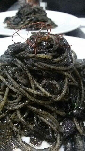 Spaghettone al nero di seppia