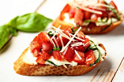 Roasted garlic tomato bruschetta