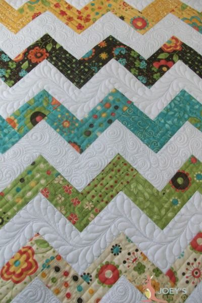 close up of the longarm quilting on my zig zag quilt
