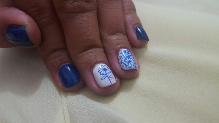 Unas azul
