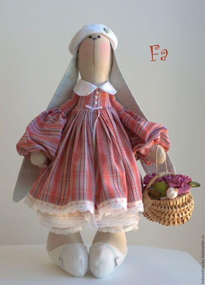 Купить или заказать Зайка Fa  - текстильная игрушка  ( 38 cм ) в интернет-магазине на Ярмарке Мастеров. 'Фа' - миленькая и романтичная заинька , витающая в облаках . Уютное цветовое решение - мелкая клеточка светло-красного и нежно-голубого оттенков . Внутреннюю часть ушек украшает ткань в горошек нежно-голубого цвета . Hижняя юбочка , панталончики с кружевами , беретик -100 % хлопок. Игрушка сшита из 100% плотного хлопка . Зайка самостоятельно уверенно стоит и сидит . Все лапки двигаются.