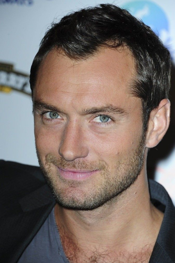 Jude Law - English actor, film producer, director and peace activist. Talented Mr. Ripley / Cold Mountain / Sherlock Holmes / Enemy At The Gates / The Aviator / Lemony Snicket's A Series of Unfortunate Events / The Holiday / Rise of the Guardians