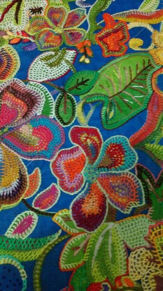 Bordado con diferentes puntadas y bellos colores