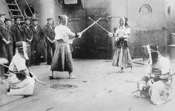 Занятия по фехтованию на борту японского линкора 1910-15 гг.