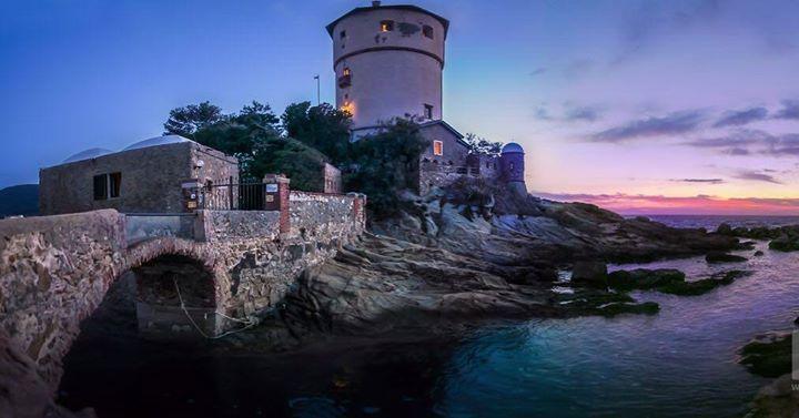 Torre Campese - Isola del Giglio #campese #giglioisland #isoladelgiglio #torrecampese #tower #island #sunset #bridge #sea #summer #amazingview #travel #beautifuldestinations #wonderful_places #ig_italia #volgoitalia #volgotoscana #mss http://ift.tt/2uu5Lxh