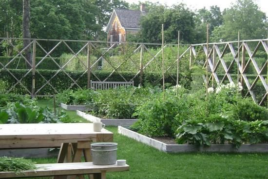 Building a dream house oh deer 8 beautiful deer fences for Attractive vegetable garden fence