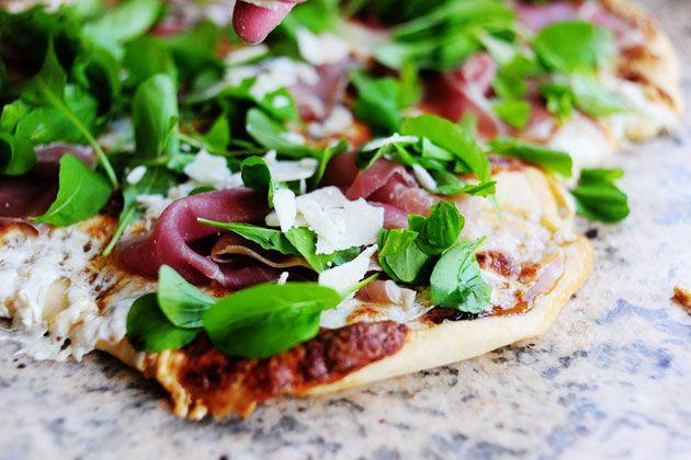 fig jam, prosciutto, arugula pizza