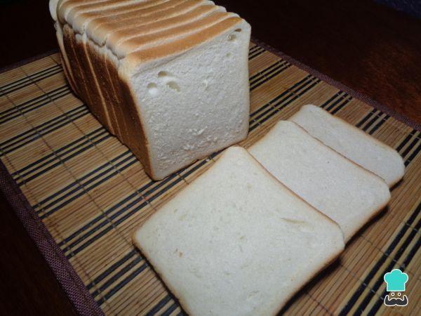 Aprenda a preparar pão de forma sem glúten com esta excelente e fácil receita. Todo o mundo gosta de um sanduíche delicioso ou de uma fatia de pão de forma com um...