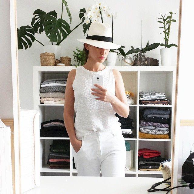 Y en a marre ... voici venu le temps des plages privées 🐚 #FMR #morning #plage #plageprivee #ootd #total #look #blanc #white #boyfriend #bronzette #farniente #effetmer #maisonscotch #panamas #fedora #hat #zara #pinklips #outfitoftheday #outfit #dressing #home #homesweethome #arles #chapi #chapeau #monoprix