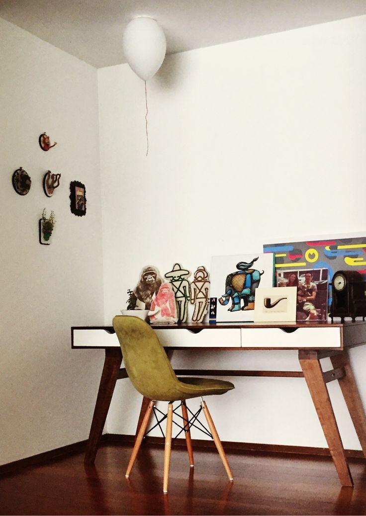 Te mostramos la creatividad de nuestros clientes Sofia y Sergio, ellos crearon su espacio de trabajo con una decoración de accesorios que motiva la creatividad. Ademas agregaron otro toque de color con la silla Lady Soft acompañando el Escritorio Holland. Comparte con nosotros tus fotos y se la inspiración para los demás.