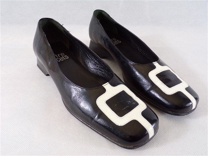 chaussures mocassin vintage en cuir marque entre lacets taille 37 années 70 vintage France vintagefr mode vintage paris de la boutique decobrock sur Etsy