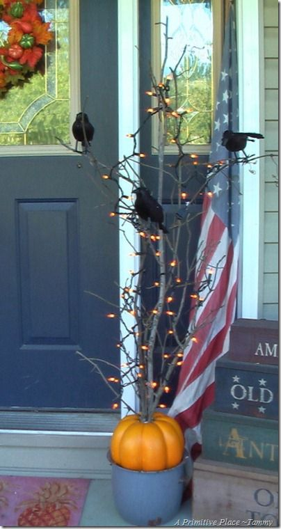 halloween twig tree :): Diy Lights Branches, Twig Trees, Halloween Trees, Primitive Places, Front Doors, Pots Gold, Diy Primitive Lights, Halloween Twig, Front Porches
