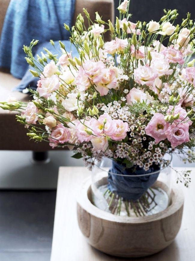 www.bloomyourlife.nl  Lisianthus/ Eustoma  Symboliek:  √ waardering √ dankbaarheid  √ charisma  Bron: Bloemenbureau Holland Mooi Wat Bloemen Doen