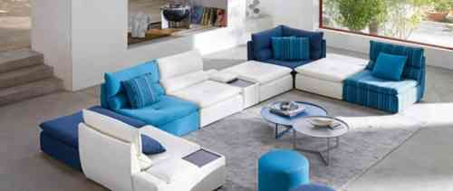 canapé salon en tonalites bleues