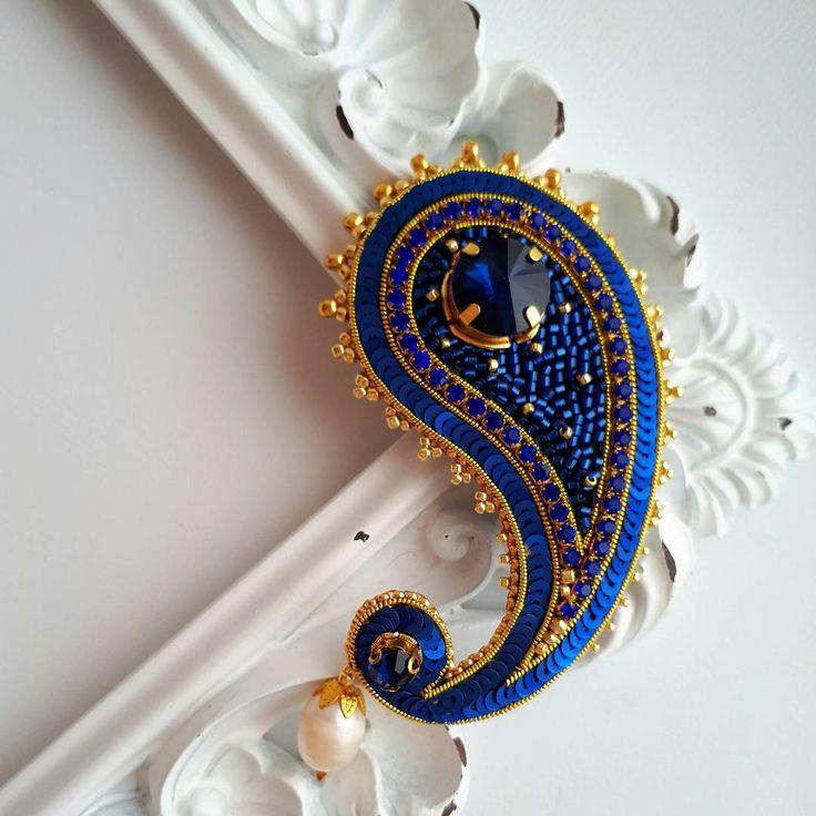 """341 отметок «Нравится», 7 комментариев — Zzebra100 (@anastasya_mordvintseva) в Instagram: «Брошь """"Пейсли"""" в ярко синем цвете.  В наличии! Брошь очень легкая, можно украсить пальто, шарф или…»"""