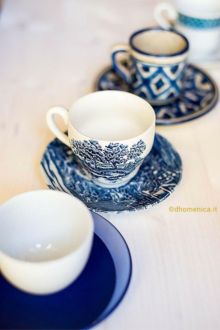 Decorare la tavola per la pausa caffè diventa un gioco di stili, utilizzando vecchie tazze o servizi di ceramica in disuso. Quale stile vi piace di più?