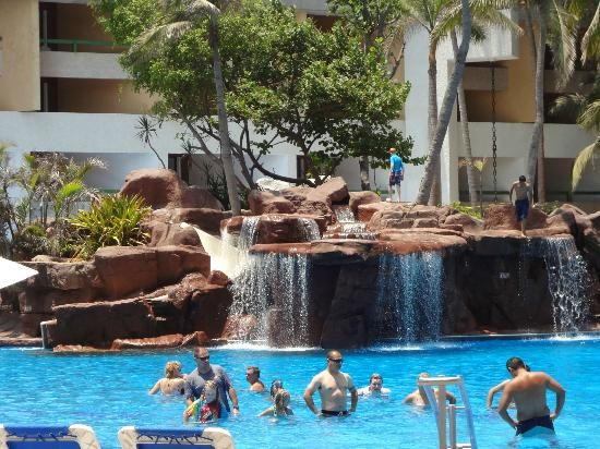 El Cid Castilla Beach Hotel: Pool waterfalls